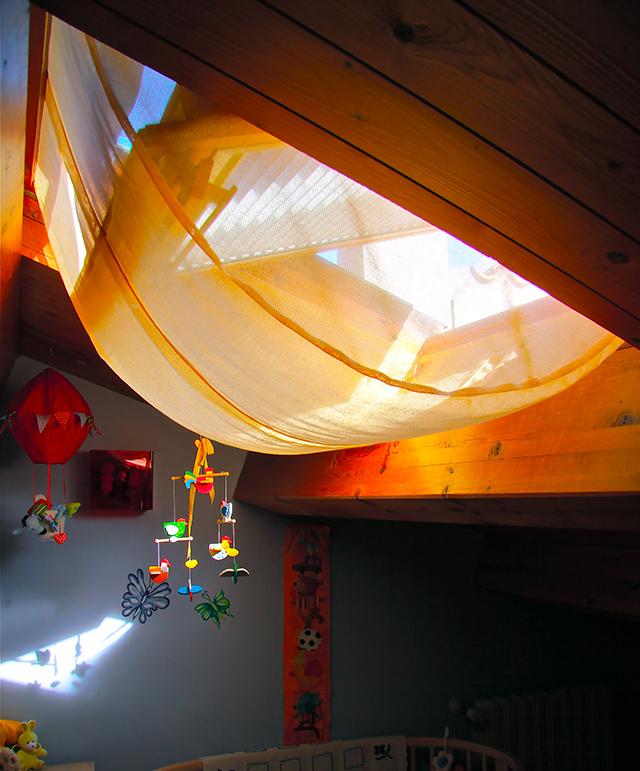 Tenda zanzariera per lucernari entra l 39 aria ma non gli insetti - Ikea zanzariere per finestre ...