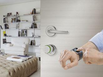 aprire la porta di Casa con lo Smartwatch e la serratura tecnologica