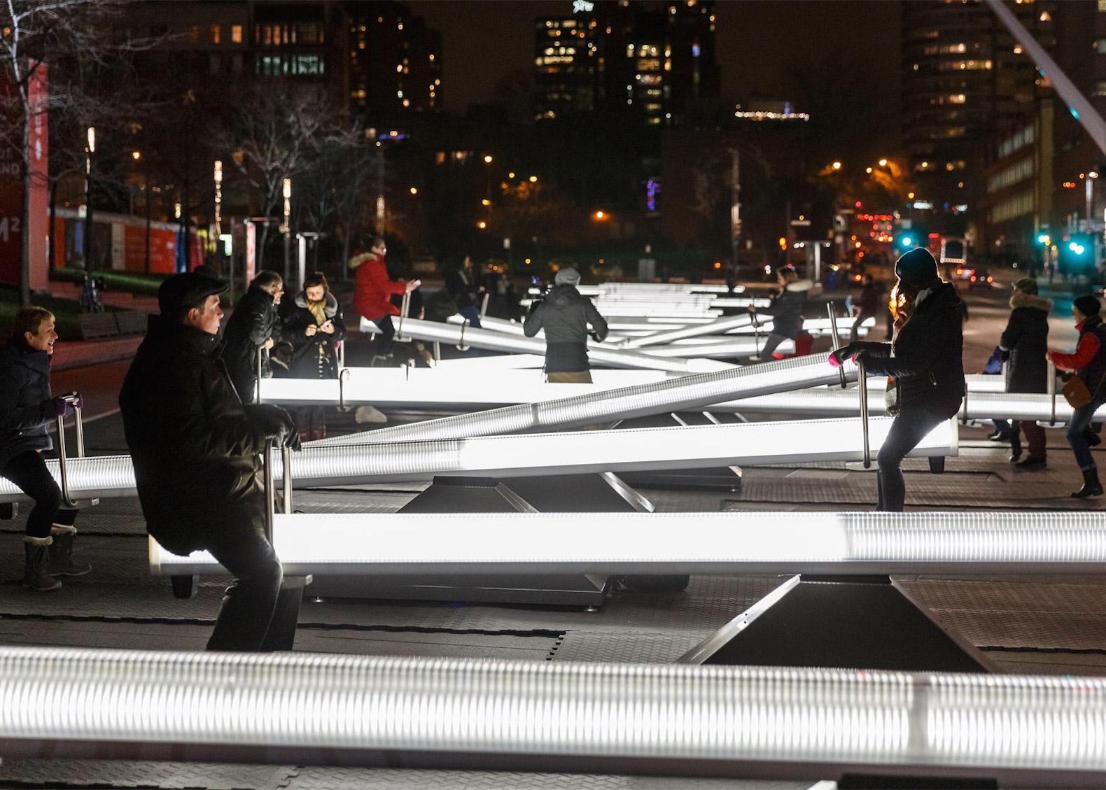 Montreal: 30 altalene luminose suonate dai passanti