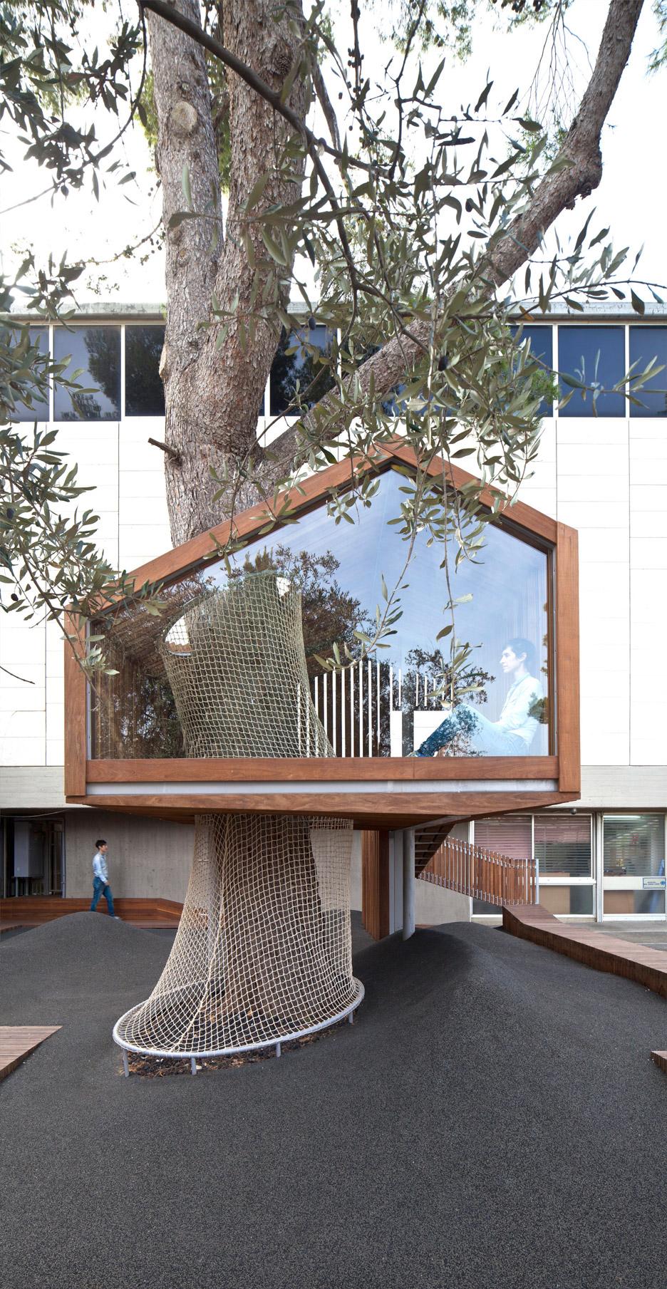 La casa sull 39 albero nel cortile del museo di israele - Casa sull albero airbnb ...