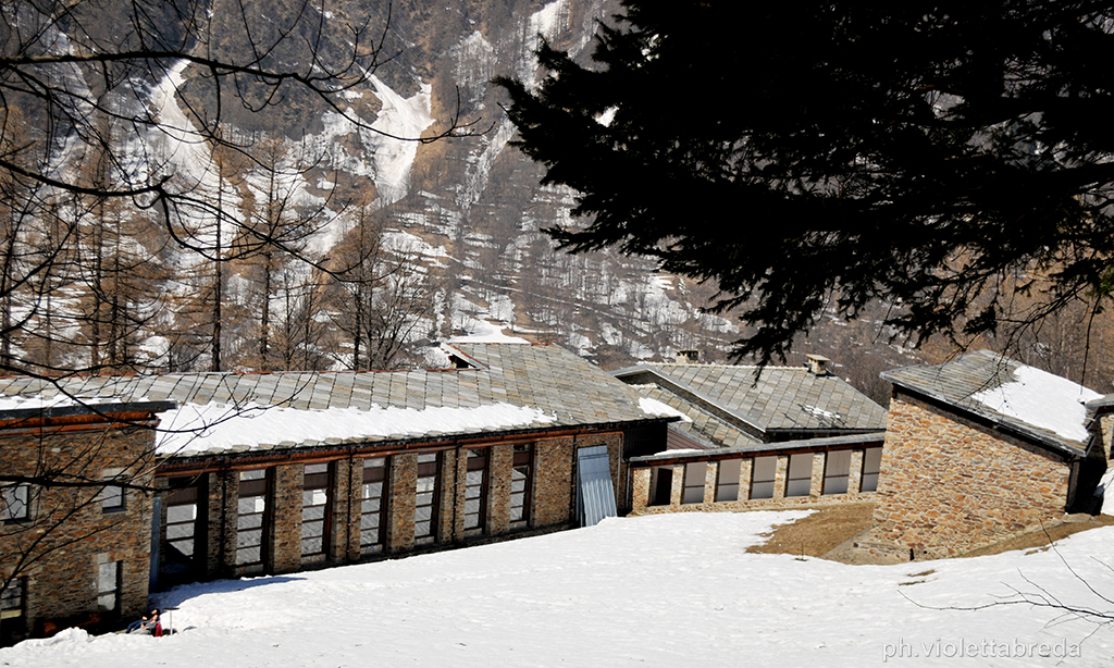 Le casette e l'intera struttura del centro, con una copertura monofalda