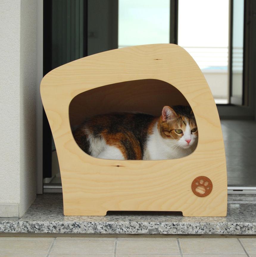Cuccia in legno design e comfort per cani e gatti for Cucce per gatti da esterno coibentate