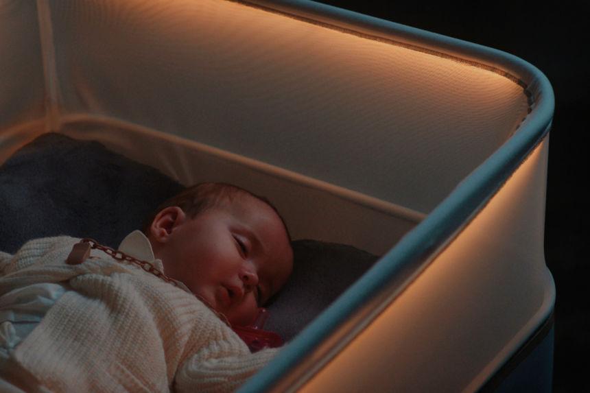 Mettere a nanna i neonati è più facile con la culla-auto di Ford