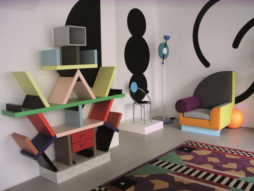 oggetti di design famosi libreria colorata sottsass