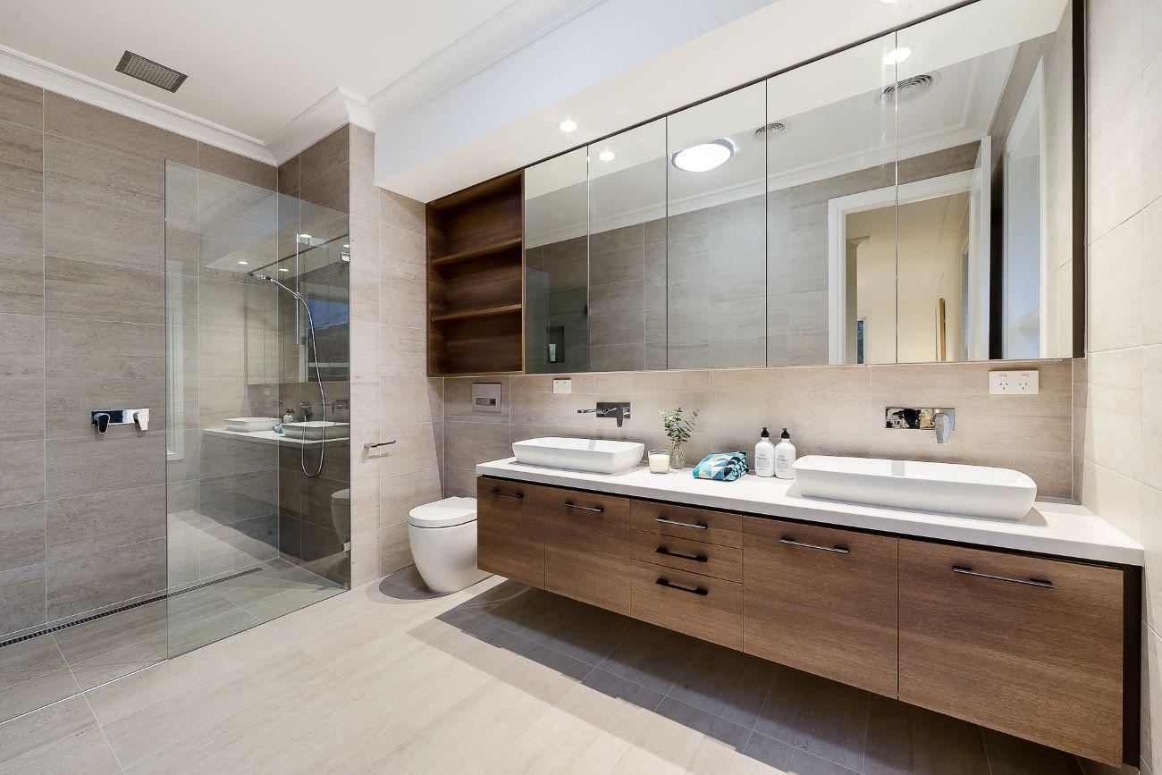 Arredo bagno legno e bianco