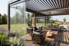Outdoor tutto l'anno con le vetrate per verande